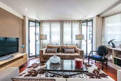Luxueux bloc d'appartements dans un immeuble neuf avec piscine dans une zone uptown prestigieuse de Barcelone